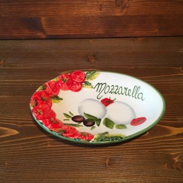 Ovale Platte mit Mozzarella