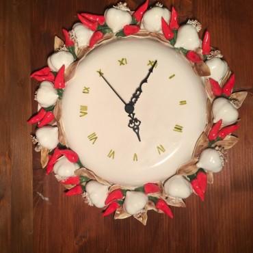 Wall clock garlic and chillies