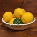 Perforierter runder Korb mit 7 Zitronen 3 Blättern