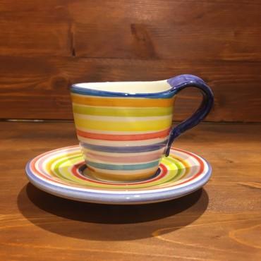 Tasse Capuccino Tee mit Linien verziert