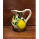 Krug Zitrone und Oliven