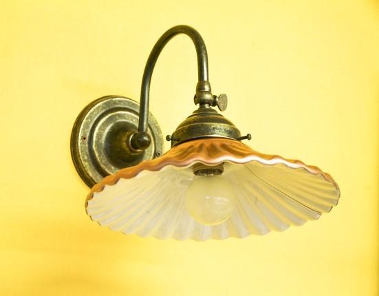 Applique con piatto color rame base in fusione di ottone garda