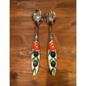 Salat Tomaten und Oliven Besteck Inox und Keramik