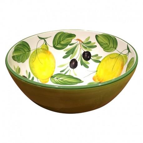 Schüsseln Zitronen und Oliven
